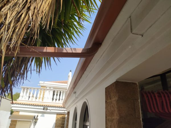 Seamless Guttering - Run off - Universal Roofing